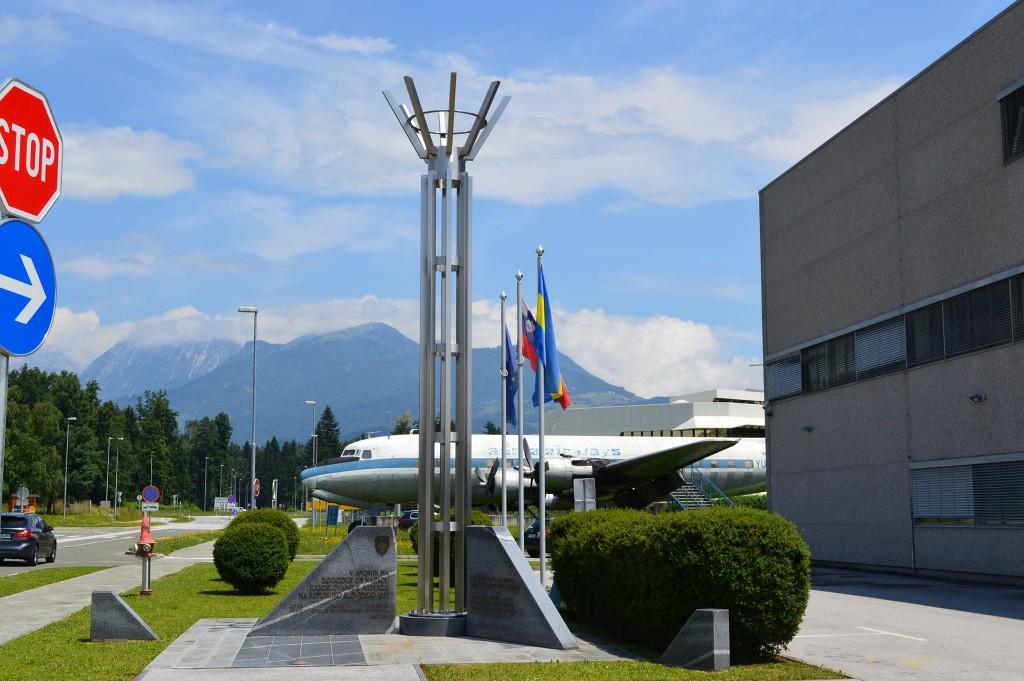 Spominska slovesnost na letališču Jožeta Pučnika - Ljubljana