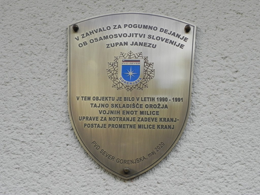 Postavitev in odkritje spominskega obeležja »TAJNO SKLADIŠČE OROŽJA MILICE - 1990/91« - Zlato polje 16/A